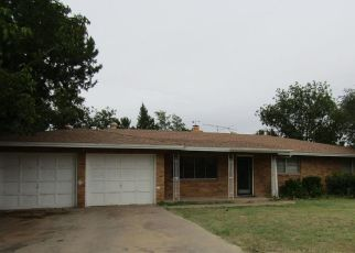 Foreclosed Home in Levelland 79336 TANGLEWOOD LN - Property ID: 4323228338