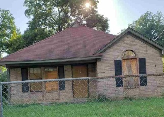 Foreclosed Home in Memphis 38107 AYERS ST - Property ID: 4323294468