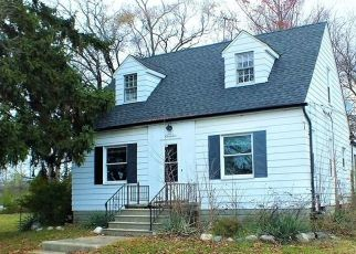 Foreclosed Home in Clinton Township 48035 15 MILE RD - Property ID: 4323668951