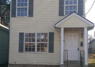 Foreclosed Home in Louisville 40211 HEMLOCK ST - Property ID: 4323756537