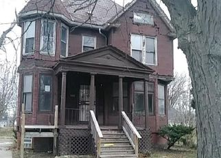 Foreclosed Home in Detroit 48202 ROSEDALE CT - Property ID: 4324060492
