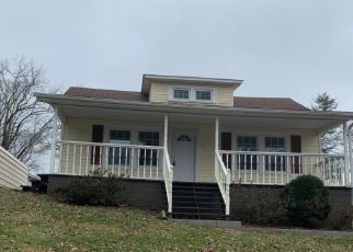 Foreclosed Home in Kingsport 37665 VIRGINIA ST - Property ID: 4324327664