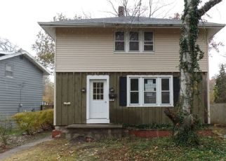 Foreclosed Home in Elkhart 46516 S SHORE DR - Property ID: 4325480401