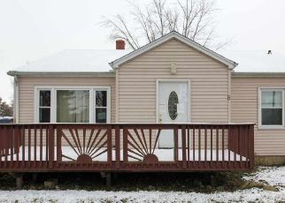 Foreclosed Home in Roanoke 61561 HILLCREST DR - Property ID: 4325503168