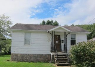 Foreclosed Home in Rainelle 25962 6TH ST - Property ID: 4325894734