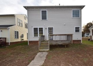 Foreclosed Home in Richmond 23224 OLD WARWICK RD - Property ID: 4326135163