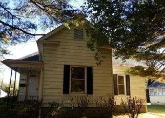Foreclosed Home in Benton 62812 S MAIN ST - Property ID: 4326149633