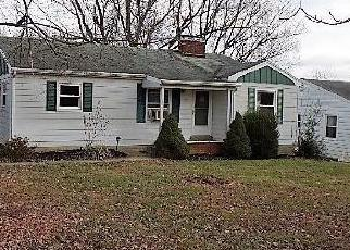 Foreclosed Home in Shelbyville 40065 WEBBMONT CIR - Property ID: 4326158832