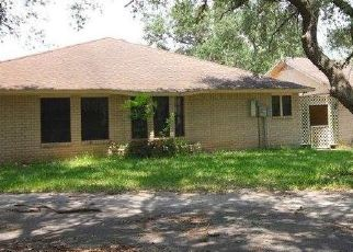 Foreclosed Home in Beeville 78102 VALLEY OAKS DR - Property ID: 4326759283