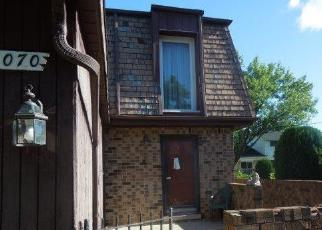 Foreclosed Home in Southfield 48075 SHERWOOD CIR - Property ID: 4326859586