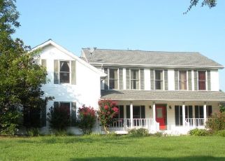 Foreclosed Home in Carbondale 62902 PHILLIPS RD - Property ID: 4326888941