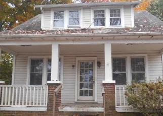 Foreclosed Home in Oxon Hill 20745 LIVINGSTON RD - Property ID: 4327037851