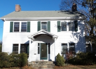 Foreclosed Home in New Britain 06052 SHUTTLE MEADOW AVE - Property ID: 4327143388