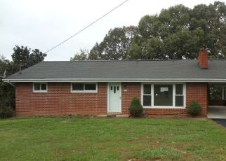 Foreclosed Home in Kingsport 37660 HUTCHINSON DR - Property ID: 4327495973