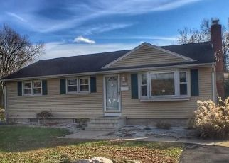 Foreclosed Home in Newington 06111 GREENLAWN AVE - Property ID: 4327668969