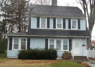 Foreclosed Home in Waterbury 06710 ROBERT ST - Property ID: 4327673336