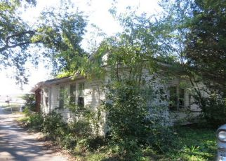Foreclosed Home in Clinton 37716 CARLOCK ST - Property ID: 4327850725