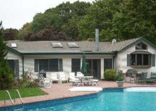 Foreclosed Home in Center Moriches 11934 INWOOD RD - Property ID: 4327876113