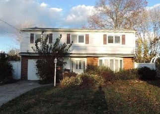 Foreclosed Home in Lindenhurst 11757 N JEFFERSON AVE - Property ID: 4327878756