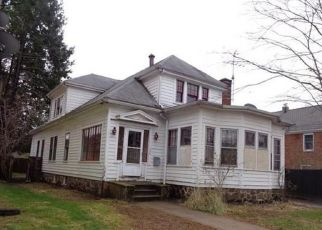 Foreclosed Home in New Britain 06053 STRATFORD RD - Property ID: 4328146348