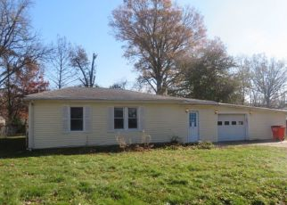 Foreclosed Home in Vandalia 62471 S STONE AVE - Property ID: 4328434538