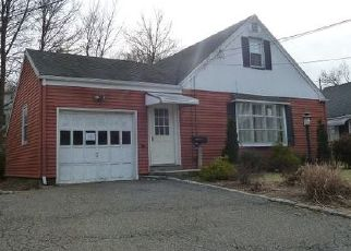 Foreclosed Home in Verona 07044 BROOKSIDE TER - Property ID: 4328597460