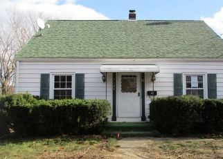 Foreclosed Home in Waterbury 06704 ESSEX AVE - Property ID: 4328639961