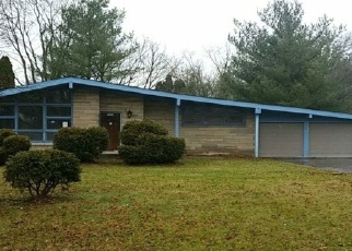 Foreclosed Home in Indianapolis 46222 GREEN HILLS LN MIDDLE DR - Property ID: 4328758192