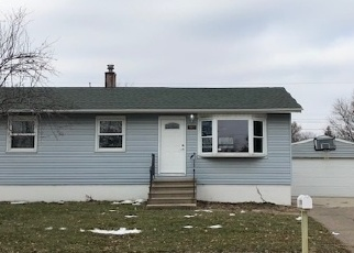 Foreclosed Home in Davenport 52806 W 68TH ST - Property ID: 4328956603