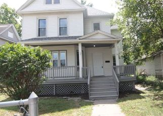 Foreclosed Home in Davenport 52803 W 15TH ST - Property ID: 4329493110