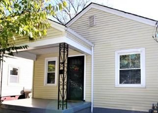 Foreclosed Home in Louisville 40215 PICADILLY AVE - Property ID: 4329913576