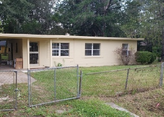 Foreclosed Home in Jacksonville 32208 11TH AVE - Property ID: 4330848203