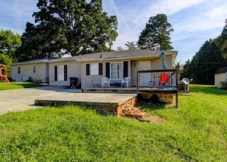 Foreclosed Home in Knoxville 37918 PINEWOOD DR - Property ID: 4332409144