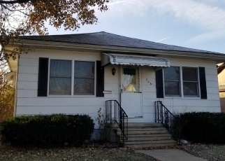 Foreclosed Home in Benton 62812 CHARLES ST - Property ID: 4332587403