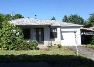 Foreclosed Home in Happy Valley 97086 SE GARDEN LN - Property ID: 4333369630
