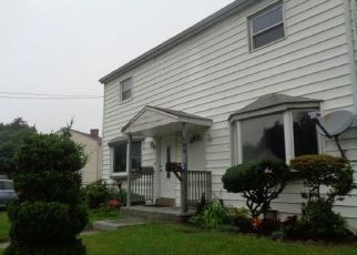 Foreclosed Home in Stratford 06615 LARKIN CT - Property ID: 4335637456
