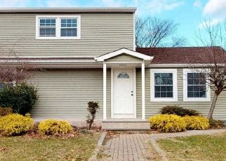 Foreclosed Home in Bay Shore 11706 BRENTWOOD ST - Property ID: 4336337784