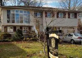 Foreclosed Home in Brentwood 11717 GRAND BLVD - Property ID: 4336357491