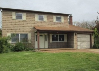 Foreclosed Home in Ronkonkoma 11779 EILEEN DR - Property ID: 4336448139