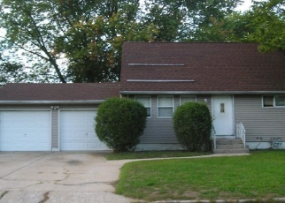Foreclosed Home in Bay Shore 11706 18TH AVE - Property ID: 4336709175