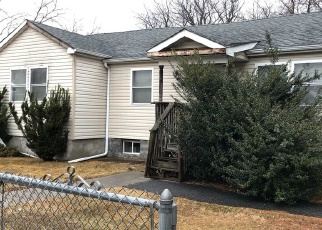 Foreclosed Home in West Babylon 11704 LITTLE EAST NECK RD - Property ID: 4336983797