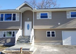 Foreclosed Home in West Babylon 11704 ROCKLAND AVE - Property ID: 4336996944