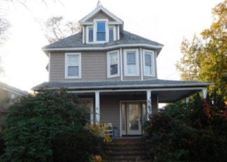 Foreclosed Home in Lynbrook 11563 HEMPSTEAD AVE - Property ID: 4337167747
