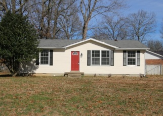 Foreclosed Home in Clarksville 37042 JULIE DR - Property ID: 4337642505