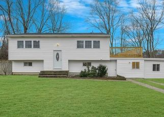 Foreclosed Home in Islip 11751 OXFORD ST - Property ID: 4337964409