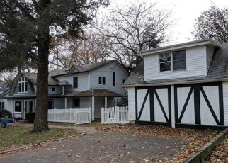 Foreclosed Home in Huntington Station 11746 7TH AVE N - Property ID: 4338097112