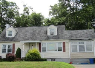 Foreclosed Home in Yorktown Heights 10598 OVERLOOK AVE - Property ID: 4338306922