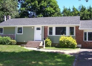 Foreclosed Home in Greenlawn 11740 CLAY PITTS RD - Property ID: 4338438294