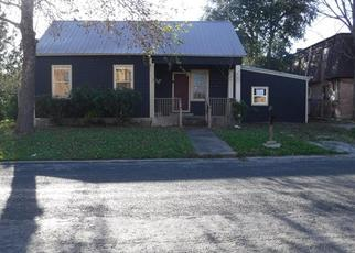 Foreclosed Home in Beeville 78102 S HALL ST - Property ID: 4339132491