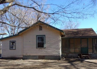 Foreclosed Home in Lawrence 66044 WARD AVE - Property ID: 4339336590